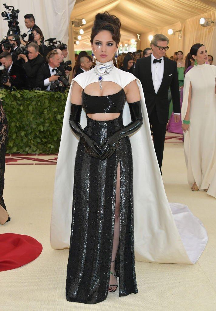 2018-met-gala-red-carpet-Eiza-Gonzalez-prabal-gurung-designer-fashion-dream-in-lace