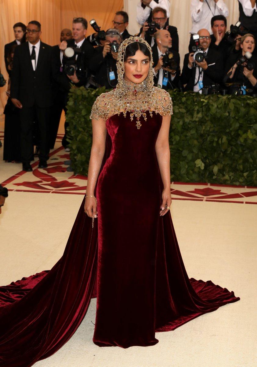 2018-met-gala-red-carpet-Priyanka-Chopra-ralph-lauren-designer-fashion-dream-in-lace