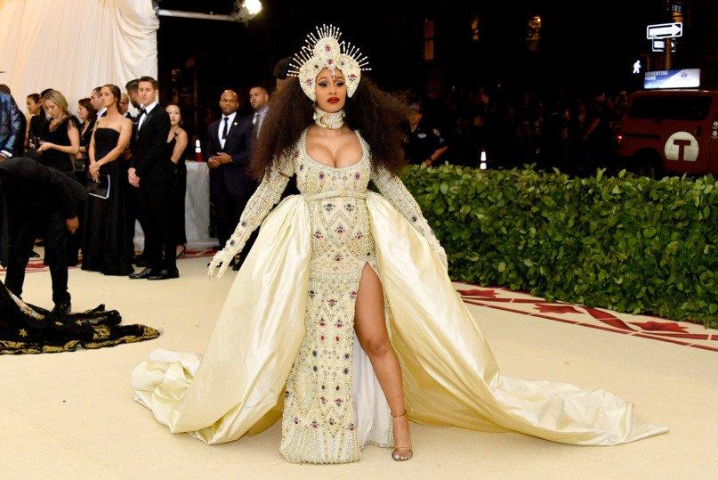 2018-met-gala-red-carpet-cardi-b-moschino-designer-fashion-dream-in-lace