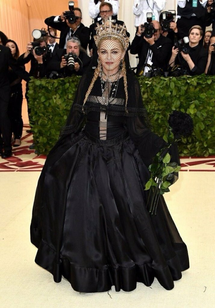 2018-met-gala-red-carpet-madonna-designer-fashion-dream-in-lace
