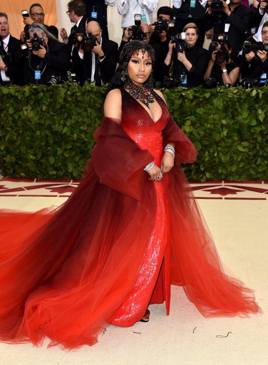2018-met-gala-red-carpet-nicki-minaj-designer-fashion-dream-in-lace