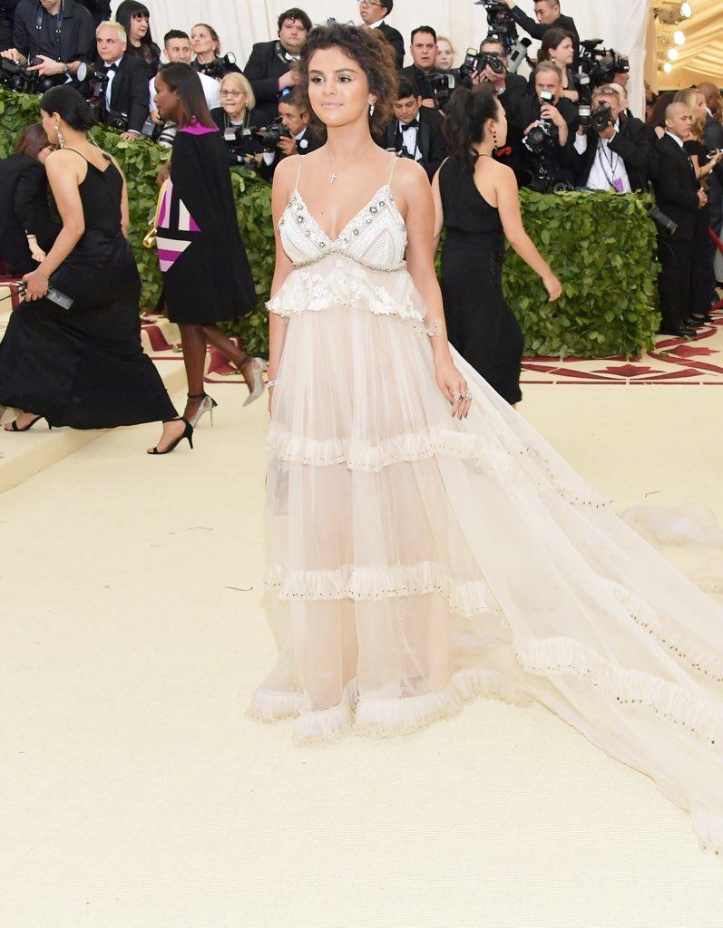 2018-met-gala-red-carpet-selena-gomez-coach-designer-fashion-dream-in-lace