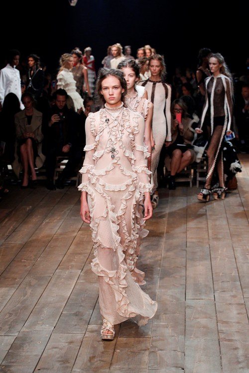 PFW: 10 To Die For Looks from Alexander McQueen SS16 ...