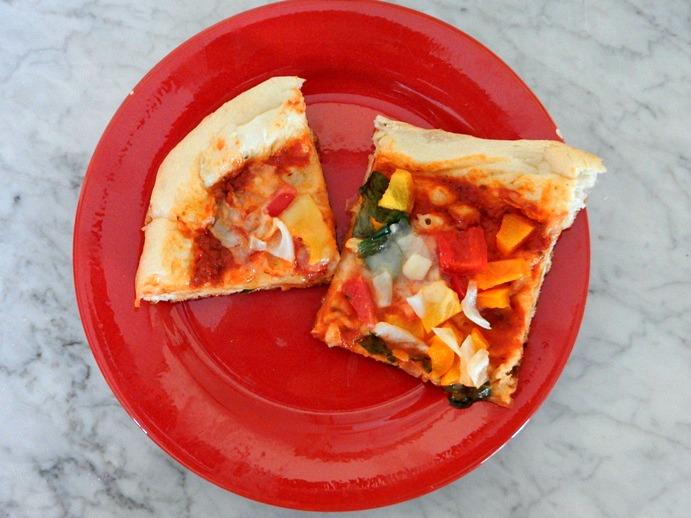 Vegan Lunch: Veggie Pizza with Vegan Cheese