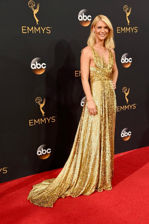 Claire Danes in Schiaparelli at 2016 Emmy Awards Red Carpet - Dream in Lace