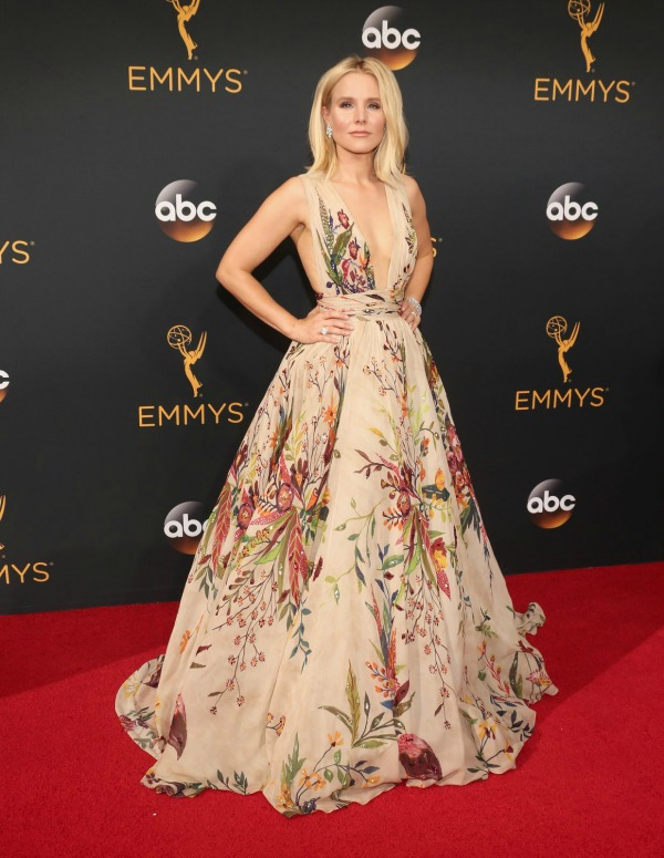 Kristen Bell in Zuhair Murad on the 2016 Emmys Red Carpet - Dream in Lace