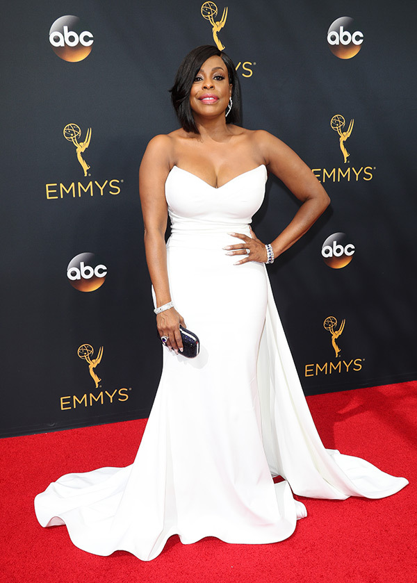 Niecy Nash on the 2016 Emmys Red Carpet - Dream in Lace