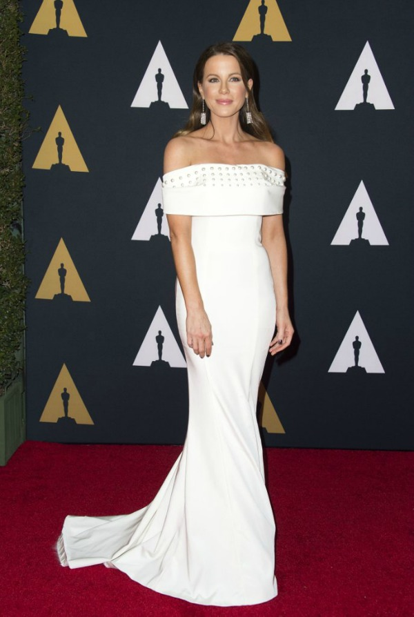 Kate Beckinsale in Pamella Roland on the 2016 Governors Awards Red Carpet - Dream in Lace