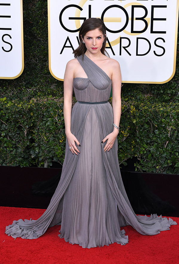 Anna Kendrick in Vionnet at the 2017 Golden Globes Red Carpet