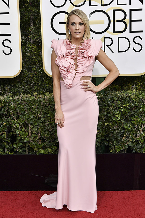 Carrie Underwood at the 2017 Golden Globes Red Carpet