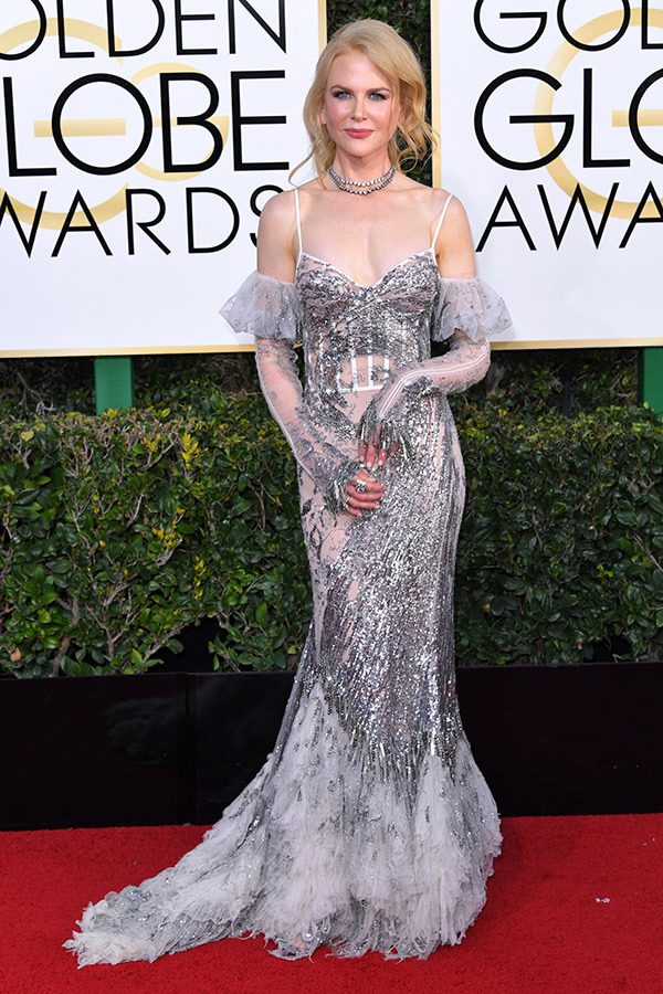 Nicole Kidman in Alexander McQueen on the 2017 Golden Globes Red Carpet