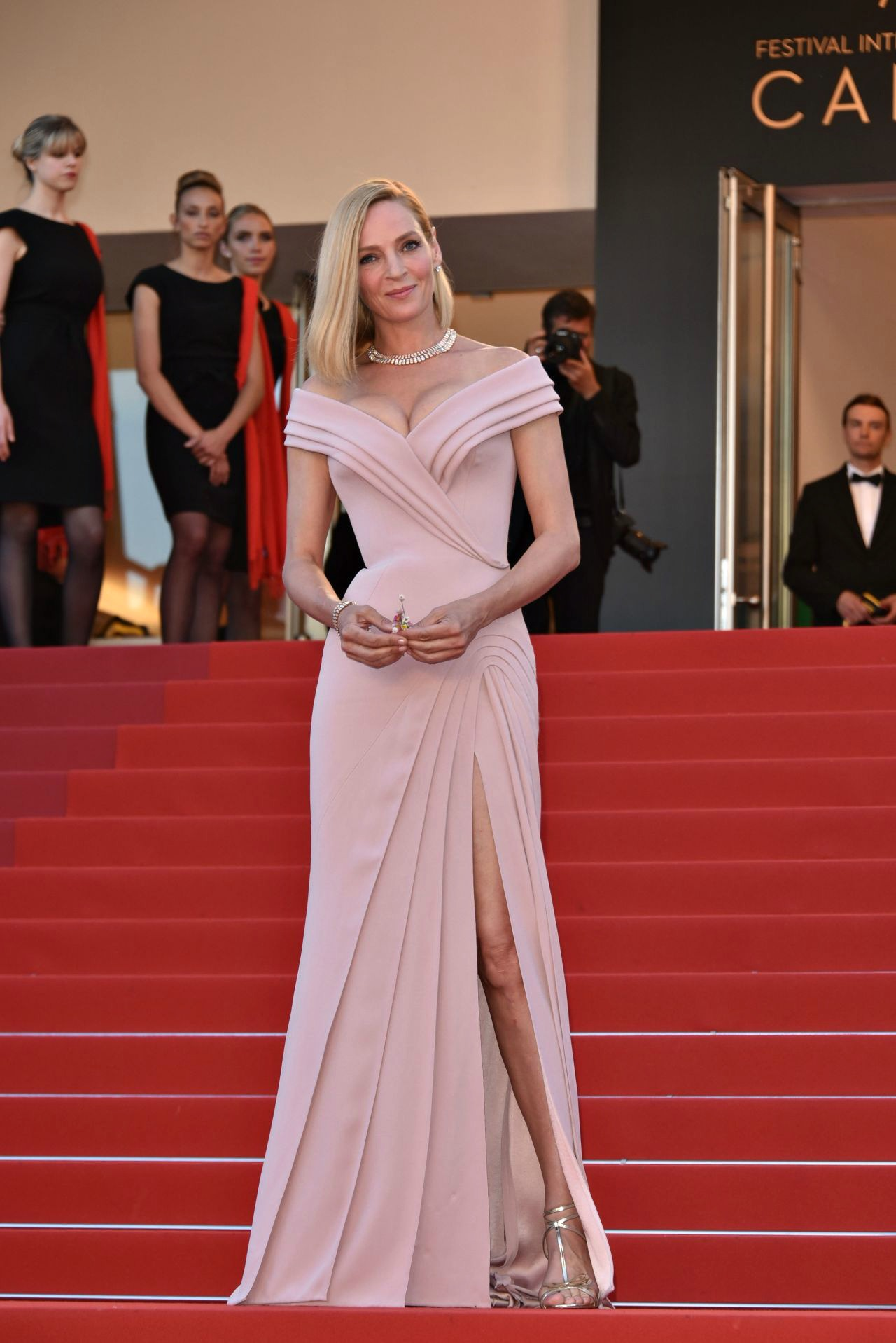 20 Best Cannes 2017 Red Carpet Looks - Uma Thurman in Atelier Versace