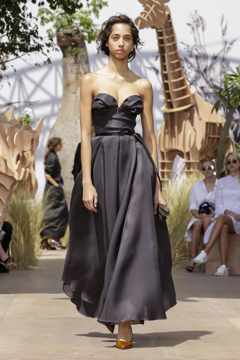 Dior Fall 2017 Couture Runway I Paris Fashion Week
