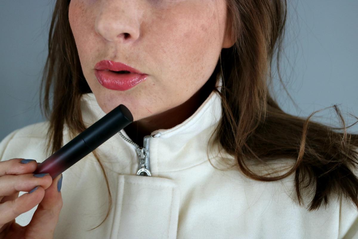 Give Them Lala Beauty Lip Gloss Review I DreaminLace.com #CrueltyFree #LipGloss #CrueltyFreeBeauty