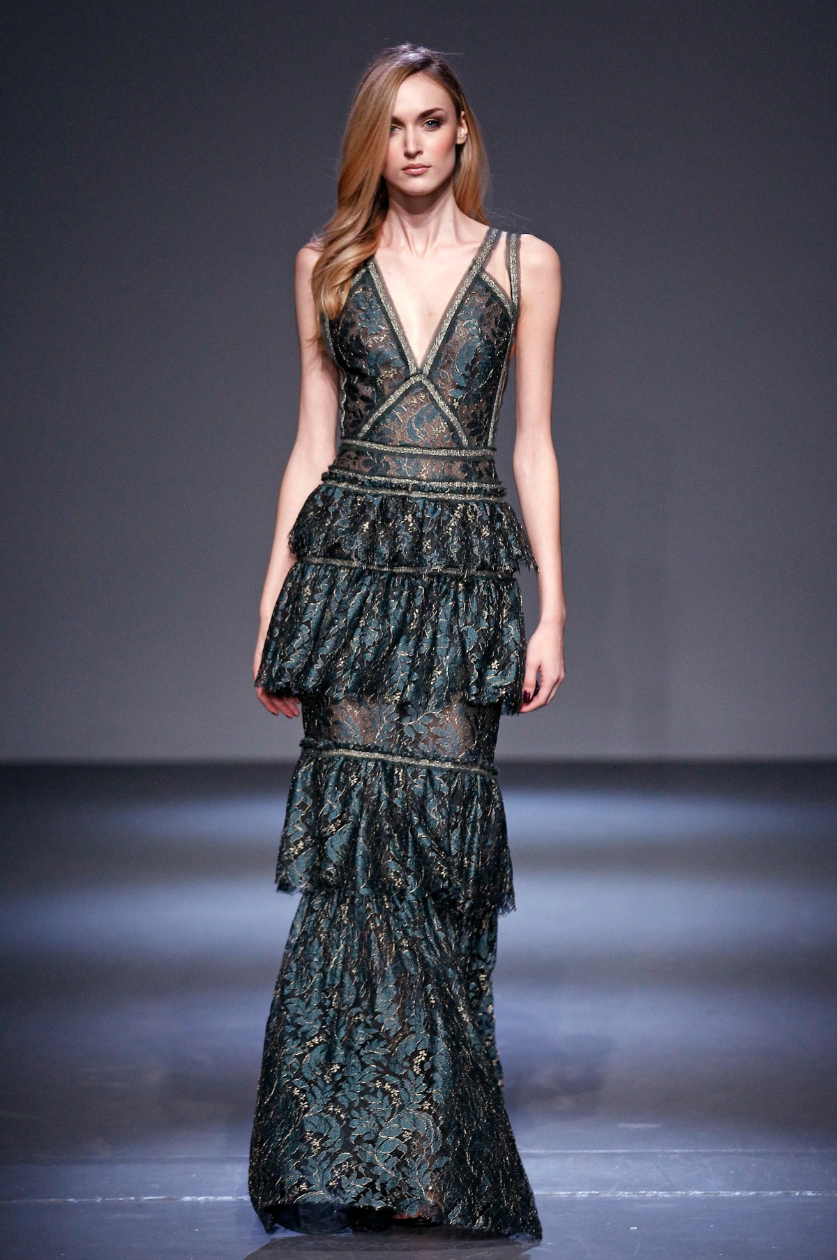 Pamella Roland Fall 2018 Runway I Metallic Lace Gown #NYFW #FallFashion