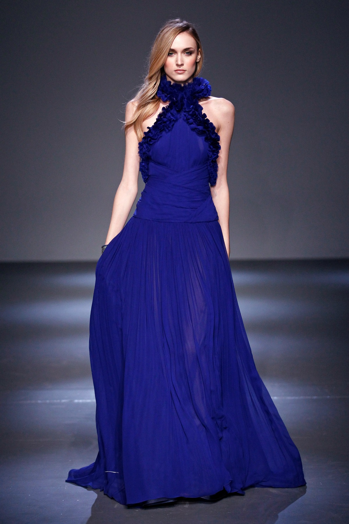 Pamella Roland Fall 2018 Runway I Blue Organza Gown #NYFW #WinterFashion