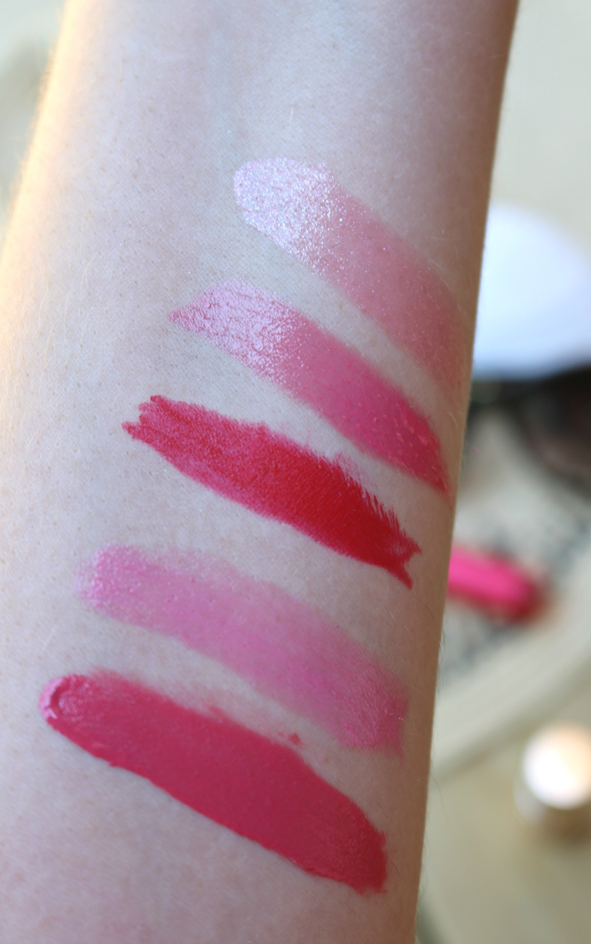 Favorite Summer Lipsticks I DreaminLace.com #SummerMakeup #lipstick #drugstoremakeup #luxurymakeup