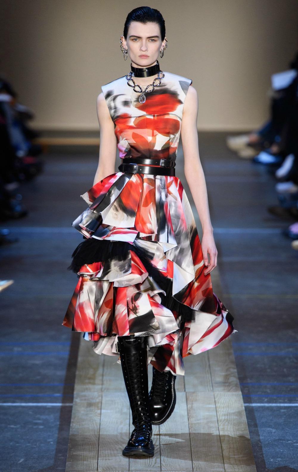 Best Paris Fashion Week Looks - Alexander McQueen Fall 2019 Runway Collection #PFW #FashionWeek