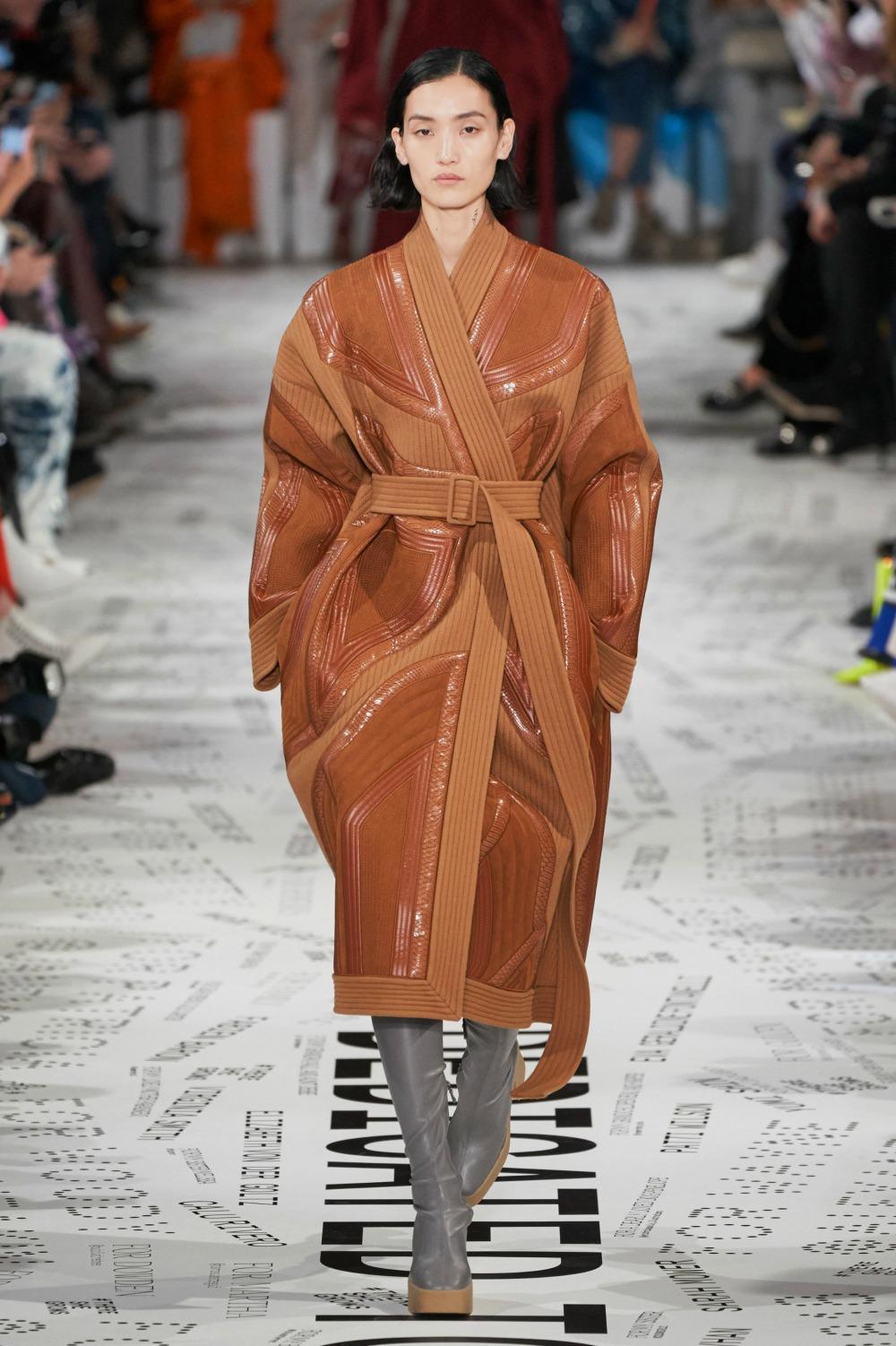 Best Paris Fashion Week Looks -Stella McCartney Fall 2019 Runway Collection #PFW #FashionWeek
