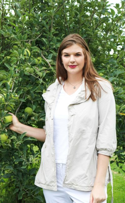 Stepping Into Fall with Weekend Apple Picking