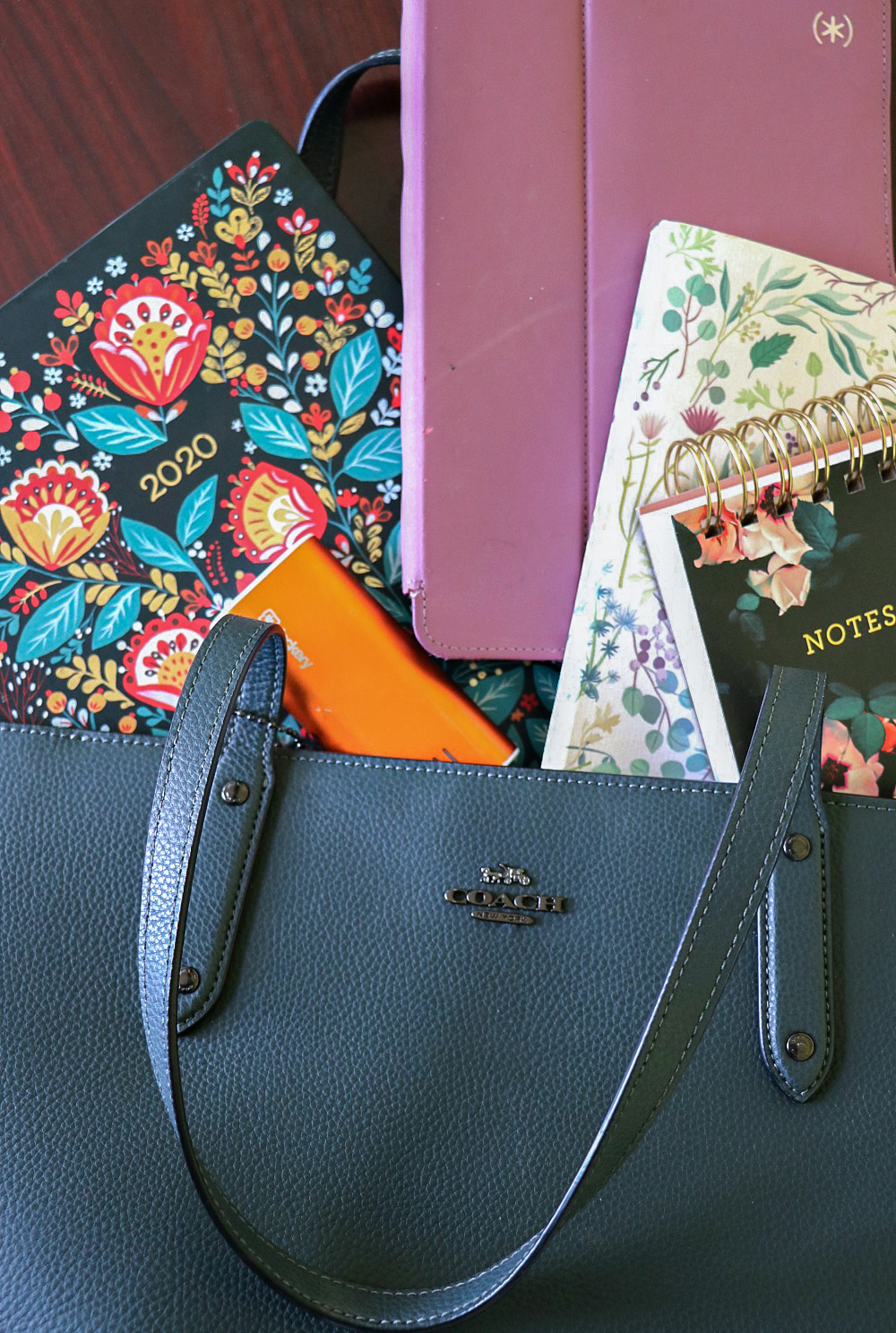Go Inside My Work Bag I Everything I pack for working on DreaminLace while on-the-go