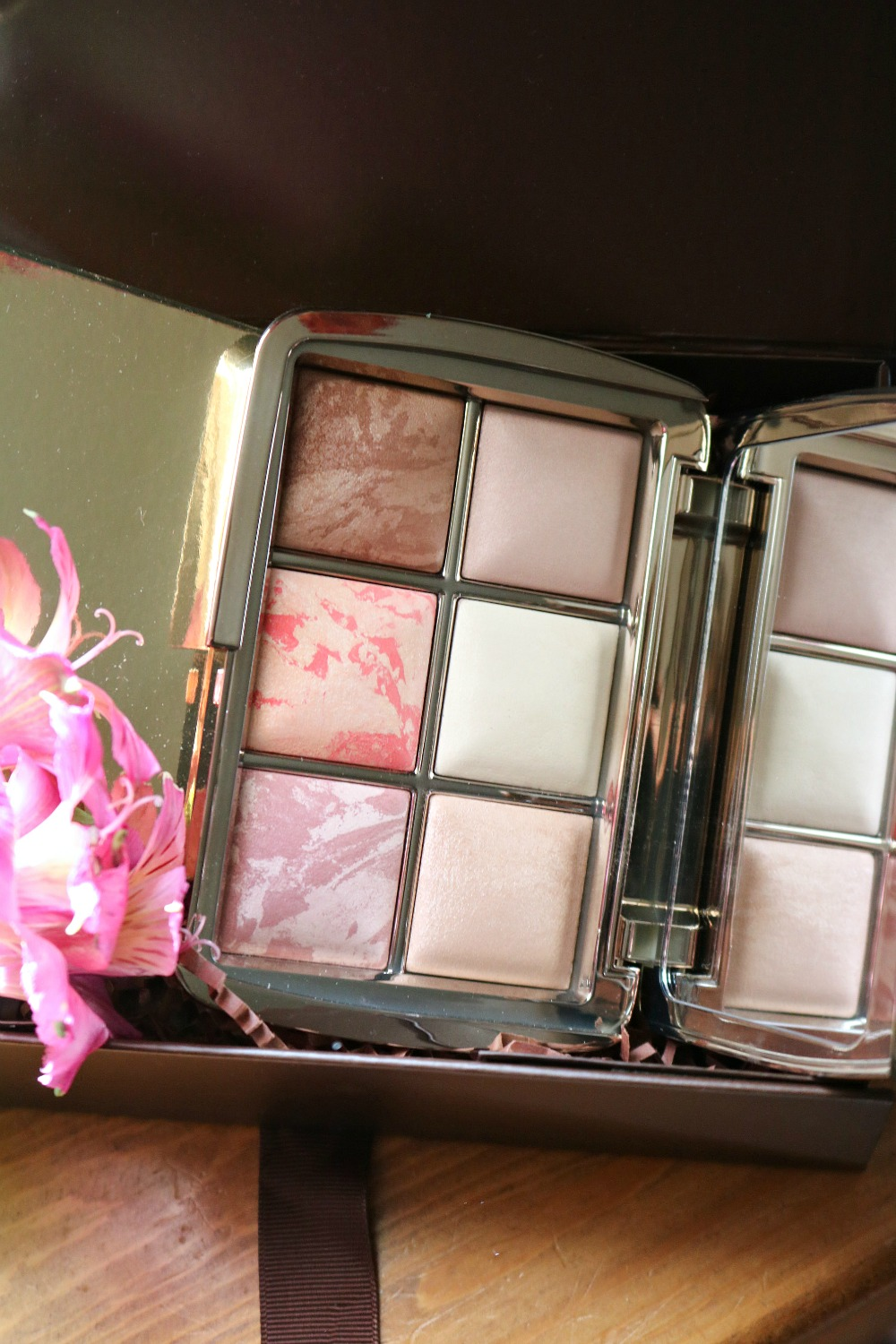 Hourglass Holiday 2020 Ambient Lighting Sculpture Edit Palette I Luxury Makeup Gift Guide I DreaminLace #GiftGuide #makeup #luxurymakeup #crueltyfreebeauty