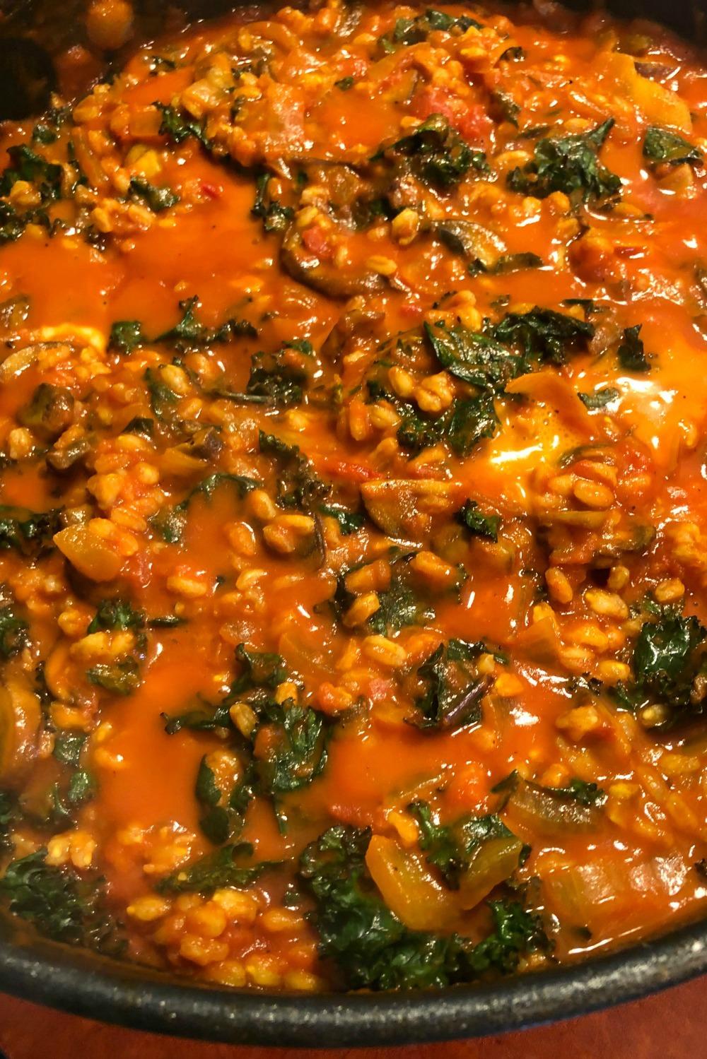 An Easy Farro Risotta Recipe That's Perfect for Weeknights I Vegan Dinner Ideas #veganrecipes #easyrecipes #weeknightrecipe