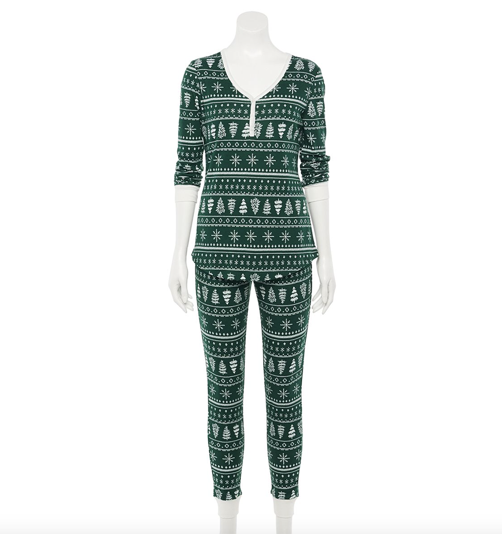 Christmas Loungewear Ideas for staying cozy and festive while at home I dreaminlace.com #loungewear #fashionblog