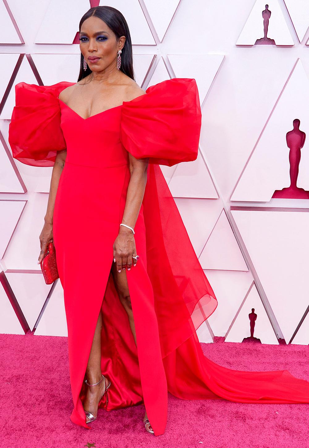 2021 Oscars Fashion I Angela Bassett in red Alberta Ferretti #fashionstyle #stylish