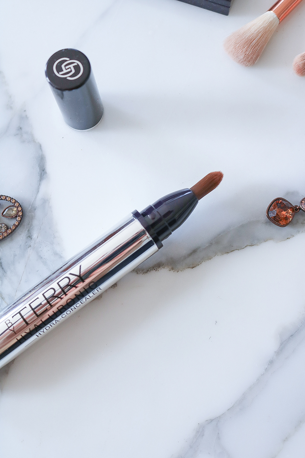 By Terry Hyaluronic Concealer Review I DreaminLace.com #bbloggers #makeup #makeupaddict