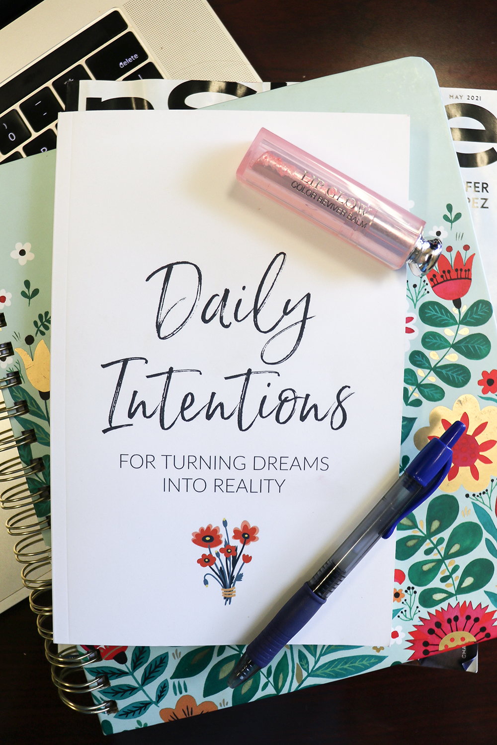 Goal Tracking Journal for Setting Daily Intentions and Staying Focused I DreaminLace.com #dailyinspo