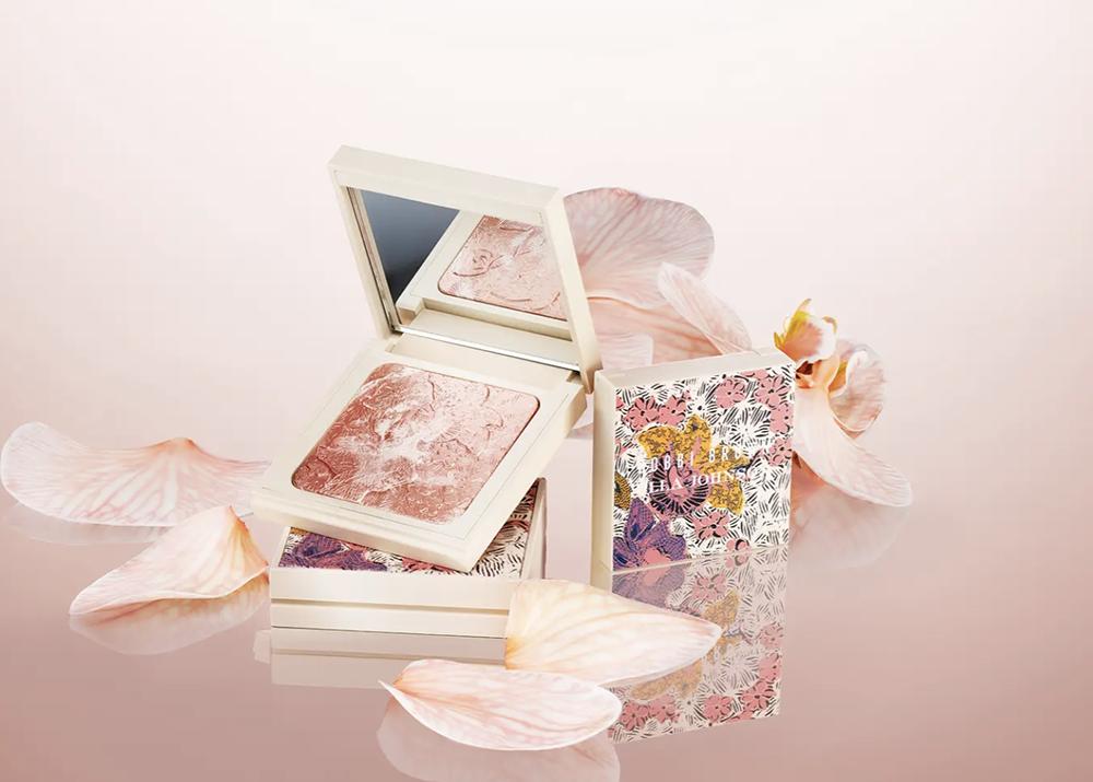 2021 August Makeup Releases I Bobbi Brown x Ulla Johnson Highlighting Powder #makeupaddict #beautyblog