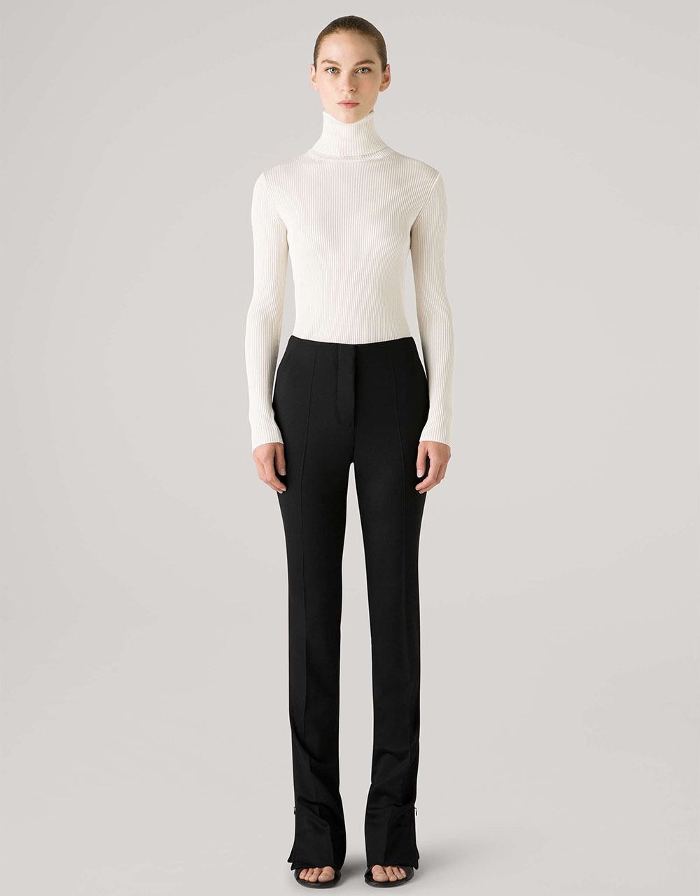 St John Fall 2021 Collection I Everyday turtleneck and black trousers #fashionstyle #ootdstyle