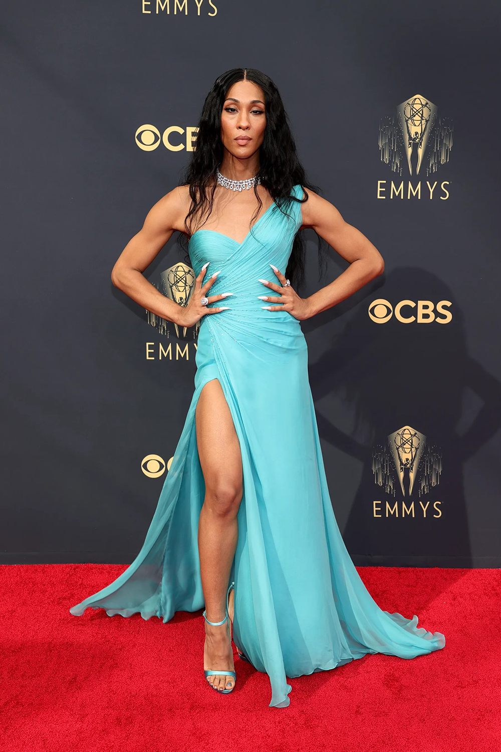 Best 2021 Emmys Fashion Moments I MJ Rodriguez in Atelier Versace #fashionstyle
